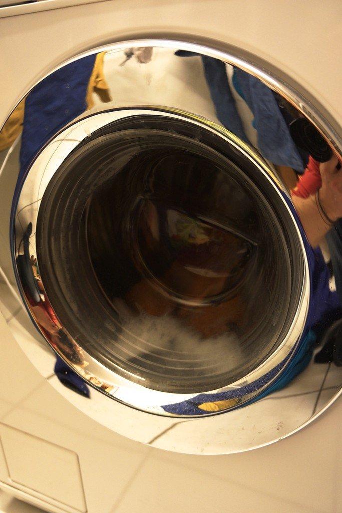 Ein sanftes Waschprogramm mit ausgiebiger Spülung wird empfohlen.