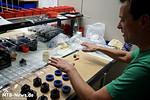 Noch mehr Handarbeit: Bionicon-Adapter werden montiert, für X-Fusion und Magura Dämpfer